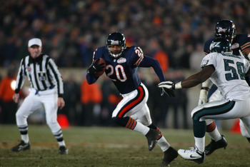19 Jan 2002:  James Allen #20 of the Chicago Bears runs against the defense of the the Philadelphia Eagles during the NFC Divisional Playoff at Soldier Field in Chicago, Illinois. Eagles win 33-19 over the Bears. DIGITAL IMAGE Mandatory Credit: Jed Jacobs
