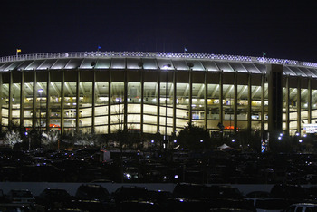 PHILADELPHIA - JANUARY 11:  A general view of Veterans Stadium during the NFC playoff game between the Philadelphia Eagles and the Atlanta Falcons on January 11, 2003 in Philadelphia, Pennsylvania.  The Eagles won 20-6.  (Photo by Al Bello/Getty Images)
