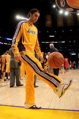 LOS ANGELES - NOVEMBER 5:  Sasha Vujacic #18 of the Los Angeles Lakers dribbles the ball soccer style during a timeout in the game with the Toronto Raptors at Staples Center on November 5, 2010 in Los Angeles, California.   NOTE TO USER: User expressly ac