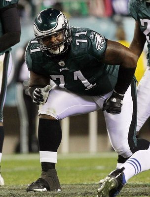PHILADELPHIA - NOVEMBER 07: Jason Peters #71 of the Philadelphia Eagles against the Indianapolis Colts on November 7, 2010 at Lincoln Financial Field in Philadelphia, Pennsylvania. The Eagles defeated the Colts 26-24.  (Photo by Jim McIsaac/Getty Images)