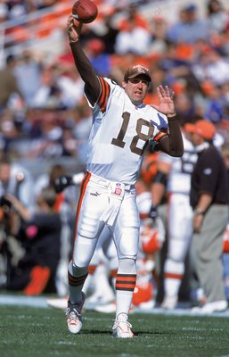 15 Oct 2000: Quarterback Doug Pederson #18 of the Cleveland Browns passes the ball during the game against the Denver Broncos at the Mile High Stadium in Denver, Colorado. The Broncos defeated the Browns 44-10.Mandatory Credit: Brian Bahr  /Allsport