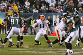 PHILADELPHIA - DECEMBER 15:  Quarterback Ken Dorsey #11 of the Cleveland Browns recovers a fumbled  ball against the Philadelphia Eagles on December 15, 2008 at Lincoln Financial Field in Philadelphia, Pennsylvania.  (Photo by Jim McIsaac/Getty Images)