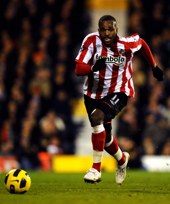 LONDON, ENGLAND - DECEMBER 11:  Darren Bent in action during the Barclays Premier League match between Fulham and Sunderland at Craven Cottage on December 11, 2010 in London, England.  (Photo by Clive Mason/Getty Images)