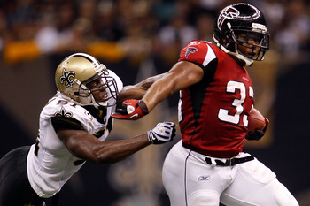 NEW ORLEANS - SEPTEMBER 26:  Michael Turner #33  of the Atlanta Falcons avoids a tackle by Jonathan Vilma #51 of the New Orleans Saints at the Louisiana Superdome on September 26, 2010 in New Orleans, Louisiana.  (Photo by Chris Graythen/Getty Images)