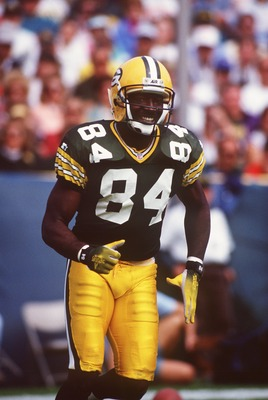 20 SEP 1992:  GREEN BAY PACKERS WIDE RECEIVER STERLING SHARPE RUNS OFF THE FIELD DURING THE PACKERS 24-23 WIN OVER THE CINCINNATI BENGALS AT LAMBEAU FIELD IN GREEN BAY, WISCONSIN. Mandatory Credit: Jonathan Daniel/ALLSPORT