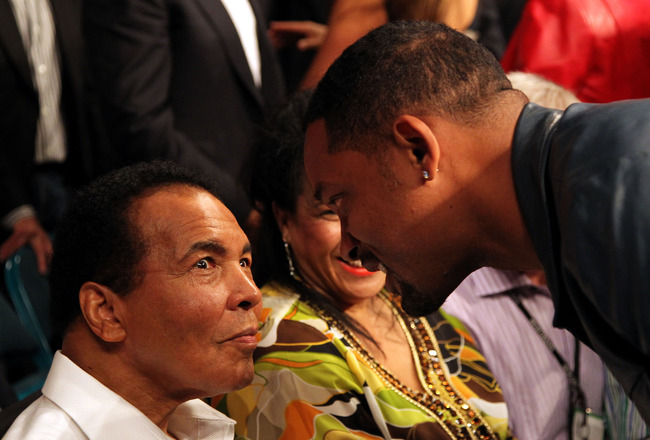 LAS VEGAS - MAY 01:  Boxing legend Muhammad Ali talks with actor Will Smith before the start of the Floyd Mayweather Jr. and Shane Mosley welterweight fight at the MGM Grand Garden Arena on May 1, 2010 in Las Vegas, Nevada.  (Photo by Jed Jacobsohn/Getty