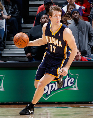 ATLANTA, GA - DECEMBER 11:  Mike Dunleavy #17 of the Indiana Pacers against the Atlanta Hawks at Philips Arena on December 11, 2010 in Atlanta, Georgia.  NOTE TO USER: User expressly acknowledges and agrees that, by downloading and/or using this Photograp