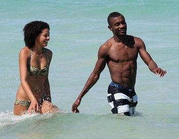 Salomon-kalou-shirtless-miami-07012010-35-820x759_display_image