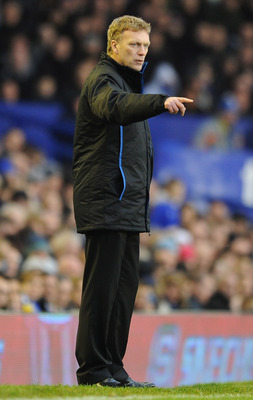 LIVERPOOL, ENGLAND - DECEMBER 11:  Everton manager David Moyes gestures from the touchline during the Barclays Premier League match between Everton and Wigan Athletic at Goodison Park on December 11, 2010 in Liverpool, England.  (Photo by Chris Brunskill/