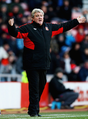 SUNDERLAND, ENGLAND - DECEMBER 18:  Steve Bruce, manager of Sunderland looks on during the Barclays Premier League match between Sunderland and Bolton Wanderers at Stadium of Light on December 18, 2010 in Sunderland, England.  (Photo by Matthew Lewis/Gett