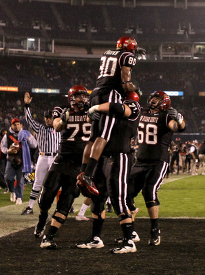 SAN DIEGO - NOVEMBER 20:  Wide receiver Vincent Brown #80 of the San Diego State Aztecs celebrates after his first touchdown of the game, on a ten yard reception in the first quarter against the Utah Utes at Qualcomm Stadium on November 20, 2010 in San Di
