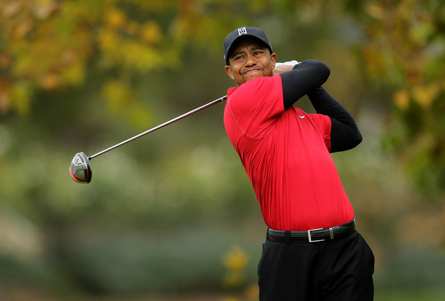 THOUSAND OAKS, CA - DECEMBER 05:  Tiger Woods hits his tee shot on the fifth hole during the final round of the Chevron World Challenge at Sherwood Country Club on December 5, 2010 in Thousand Oaks, California.  (Photo by Stephen Dunn/Getty Images)