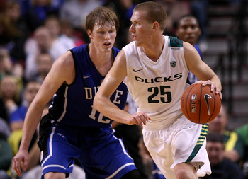 PORTLAND, OR - NOVEMBER 27:  E. J. Singler #25 of the Oregon Ducks dribbles against his brother Kyle Singler #12 of the Duke Blue Devils  on November 27, 2010 at the Rose Garden in Portland, Oregon.  (Photo by Jonathan Ferrey/Getty Images)