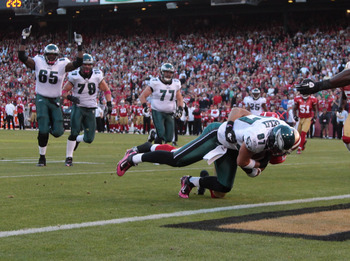 SAN FRANCISCO - OCTOBER 10:  Brent Celek #87 of the Philadelphia Eagles scores a touchdown against the San Francisco 49ers during an NFL game at Candlestick Park on October 10, 2010 in San Francisco, California.  (Photo by Jed Jacobsohn/Getty Images)