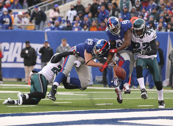 EAST RUTHERFORD, NJ - DECEMBER 19:  Kevin Boss #89 and Hakeem Nicks #88 of the New York Giants have a pass broken up by Dimitri Patterson #23 and Asante Samuel #22 of the Philadelphia Eagles during their game on December 19, 2010 at The New Meadowlands St