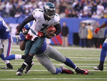 EAST RUTHERFORD, NJ - DECEMBER 19:  Justin Tuck #91 of the New York Giants tackles Michael Vick #7 of the Philadelphia Eagles during their game on December 19, 2010 at The New Meadowlands Stadium in East Rutherford, New Jersey.  (Photo by Al Bello/Getty I