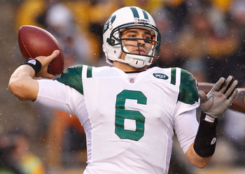 PITTSBURGH - DECEMBER 19:  Mark Sanchez #6 of the New York Jets throws a pass against the Pittsburgh Steelers during the game on December 19, 2010 at Heinz Field in Pittsburgh, Pennsylvania.  (Photo by Jared Wickerham/Getty Images)