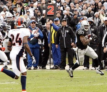 121910-raidersvsbroncos33--nfl_medium_540_360_display_image