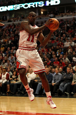 CHICAGO, IL - DECEMBER 10: Ronnie Brewer #11 of the Chicago Bulls drives to the basket against the Los Angeles Lakers at the United Center on December 10, 2010 in Chicago, Illinois. The Bulls defeated the Lakers 88-84. NOTE TO USER: User expressly acknowl