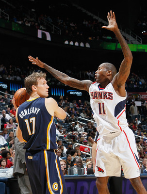 ATLANTA, GA - DECEMBER 11:  Jamal Crawford #11 of the Atlanta Hawks defends against Mike Dunleavy #17 of the Indiana Pacers at Philips Arena on December 11, 2010 in Atlanta, Georgia.  NOTE TO USER: User expressly acknowledges and agrees that, by downloadi