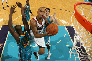 NEW ORLEANS - OCTOBER 27:  Drew Gooden of the Milwaukee Bucks shoots the ball against the New Orleans Hornets on October 27, 2010 in New Orleans, Louisiana.  NOTE TO USER: User expressly acknowledges and agrees that, by downloading and or using this photo
