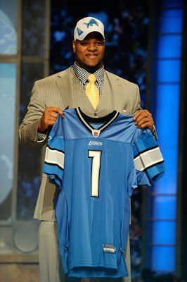 NEW YORK - APRIL 22:  Ndamukong Suh from the Nebraska Cornhuskers holds up a Detroit Lions jersey after Suh was selected by the Lions number 2 overall during the first round of the 2010 NFL Draft at Radio City Music Hall on April 22, 2010 in New York City