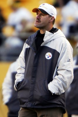 PITTSBURGH - DECEMBER 24:  Pittsburgh Steelers coach Bill Cowher looks on after being defeated by the Baltimore Ravens on December 24, 2006 at Heinz Field in Pittsburgh, Pennsylvania.   (Photo by Chris McGrath/Getty Images)