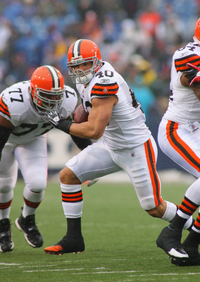 ORCHARD PARK, NY - DECEMBER 12:  Peyton Hillis #40 of the Cleveland Browns runs against the Buffalo Bills at Ralph Wilson Stadium on December 12, 2010 in Orchard Park, New York. Buffalo won 13-6. (Photo by Rick Stewart/Getty Images)