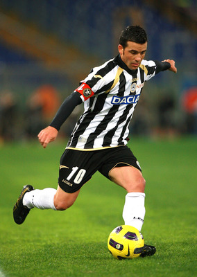 ROME - NOVEMBER 20: Antonio Di Natale of Udinese Calcio in action during the Serie A match between AS Roma and Udinese Calcio at Stadio Olimpico on November 20, 2010 in Rome, Italy.  (Photo by Paolo Bruno/Getty Images)