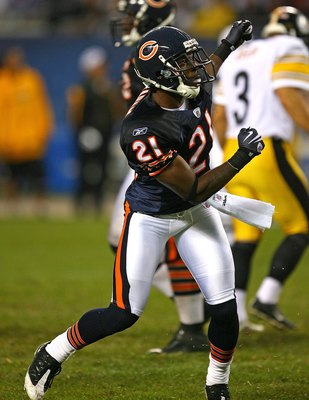 CHICAGO - SEPTEMBER 20: Corey Graham #21 of the Chicago Bears celebrates a missed field goal by the Pittsburgh Steelers on September 20, 2009 at Soldier Field in Chicago, Illinois. The Bears defeated the Steelers 17-14. (Photo by Jonathan Daniel/Getty Ima