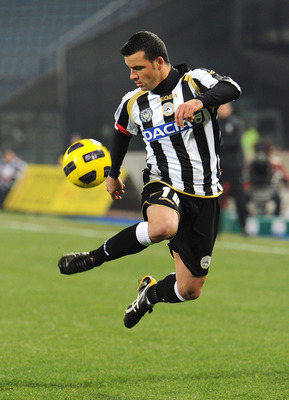 UDINE, ITALY - DECEMBER 11:  Antonio Di Natale of Udinese in action during the Serie A match between Udinese and Fiorentina at Stadio Friuli on December 11, 2010 in Udine, Italy.  (Photo by Dino Panato/Getty Images)