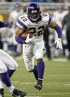 DETROIT - DECEMBER 10:  Artose Pinner #22 of the Minnesota Vikings carries the ball during the game against the Detroit Lions on December 10, 2006 at Ford Field in Detroit, Michigan. Minnesota won the game, 30-20. (Photo by Gregory Shamus/Getty Images)