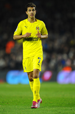 BARCELONA, SPAIN - NOVEMBER 13:  Nilmar of Villarreal CF looks on during the La Liga match between Barcelona and Villarreal CF at Camp Nou Stadium on November 13, 2010 in Barcelona, Spain. Barcelona won the match 3-1.  (Photo by David Ramos/Getty Images)