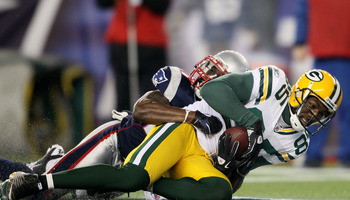 FOXBORO, MA - DECEMBER 19:  Wide receiver Greg Jennings #85 of the Green Bay Packers scores a touchdown against the New England Patriots during the second quarter of the game at Gillette Stadium on December 19, 2010 in Foxboro, Massachusetts.  (Photo by E