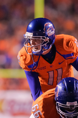 BOISE, ID - NOVEMBER 19:  Kellen Moore #11 of the Boise State Broncos calls the play against the Fresno State Bulldogs at Bronco Stadium on November 19, 2010 in Boise, Idaho.  (Photo by Otto Kitsinger III/Getty Images)