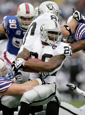 ORCHARD PARK, NY - SEPTEMBER 21: Darren McFadden #20 of the Oakland Raiders runs against the Buffalo Bills  on September 21, 2008 at Ralph Wilson Stadium in Orchard Park, New York.  (Photo by Rick Stewart/Getty Images)