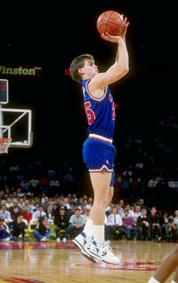 1990:  Guard Mark Price of the Cleveland Cavaliers shoots the ball during a game. Mandatory Credit: Tim de Frisco  /Allsport