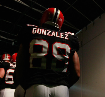ATLANTA - NOVEMBER 11:  Tony Gonzalez #88 of the Atlanta Falcons against the Baltimore Ravens at Georgia Dome on November 11, 2010 in Atlanta, Georgia.  (Photo by Kevin C. Cox/Getty Images)
