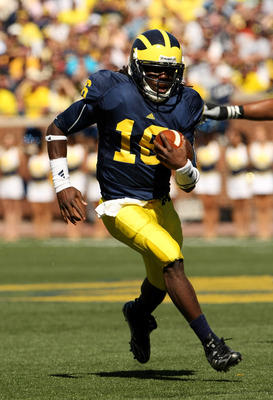ANN ARBOR, MI - SEPTEMBER 19:  Quarterback Denard Robinson #16 of the Michigan Wolverines carries the ball on a 36 yard touchdown run in the fourth quarter against the Eastern Michigan Eagles at Michigan Stadium on September 19, 2009 in Ann Arbor, Michiga