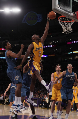LOS ANGELES, CA - DECEMBER 07:  Lamar Odom #7 of the Los Angeles Lakers drives to the basket past Nick Young #1 of the Washington Wizards for a dunk in the first half at Staples Center on December 7, 2010 in Los Angeles, California. NOTE TO USER: User exp