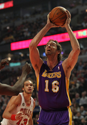 CHICAGO, IL - DECEMBER 10: Pau Gasol #16 of the Los Angeles Lakers puts up a shot against the Chicago Bulls at the United Center on December 10, 2010 in Chicago, Illinois. The Bulls defeated the Lakers 88-84. NOTE TO USER: User expressly acknowledges and