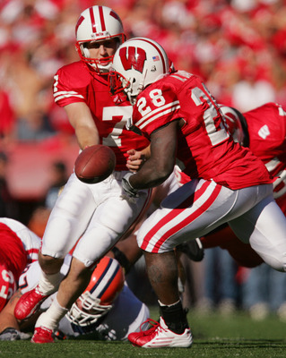 MADISON, WI - OCTOBER 2:  Quarterback John Stocco #7 of the Wisconsin Badgers looks to hand-off to running back Anthony Davis #28 against the Illinois Illini on October 2, 2004 at Camp Randall Stadium in Madison, Wisconsin.  Wisconsin defeated Illinois 24