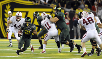 EUGENE, OR - OCTOBER 2: Running back LaMichael James #21 of the Oregon Ducks breaks into the open as linebacker Chase Thomas #44, linebacker Shane Skov #11 and linebacker Owen Merecic #48 of the Stanford Cardinal try to catch him during the third quarter