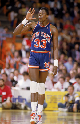 LOS ANGELES - 1987:  Patrick Ewing #33 of the New York Knicks holds up his hand during an NBA game against the Los Angeles Lakers at the Great Western Forum in Los Angeles, California in 1987.  (Photo by: Stephen Dunn/Getty Images)