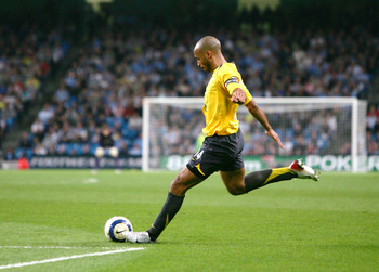MANCHESTER ENGLAND, 4 MAY; Theirry Henry of Arsenal takes a free kick during the Barclays Premiership match between Manchester City and Arsenal at the City of Manchester Stadium on May 4, 2006 in Manchester, England. (Photos by Alex Livesey/Getty Images)