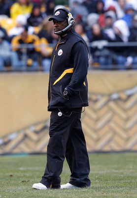 PITTSBURGH - DECEMBER 12:  Head coach Mike Tomlin of the Pittsburgh Steelers watches his team during the game against the Cincinnati Bengals on December 12, 2010 at Heinz Field in Pittsburgh, Pennsylvania.  (Photo by Jared Wickerham/Getty Images)