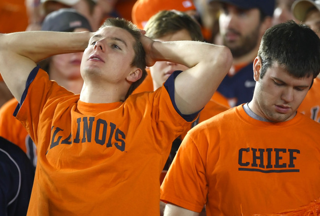 PASADENA, CA - JANUARY 01:  Fans of the Illinois Fighting Illini look on late in the fourth quarter against the USC Trojans in the 'Rose Bowl presented by Citi' at the Rose Bowl on January 1, 2008 in Pasadena, California.  (Photo by Donald Miralle/Getty I