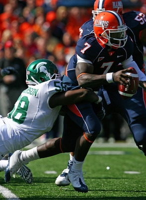 CHAMPAIGN, IL - OCTOBER 10: Juice Williams #7 of the Illinois Fighting Illini is sacked by Trevor Anderson #58 of the Michigan State Spartans on October 10, 2009 at Memorial Stadium at the University of Illinois in Champaign, Illinois. Michigan State defe