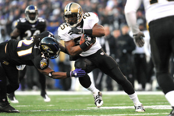 BALTIMORE, MD - DECEMBER 19:  Reggie Bush #25 of the New Orleans Saints runs the ball against the Baltimore Ravens  at M&T Bank Stadium on December 19, 2010 in Baltimore, Maryland. The Ravens defeated the Saints 30-24. (Photo by Larry French/Getty Images)