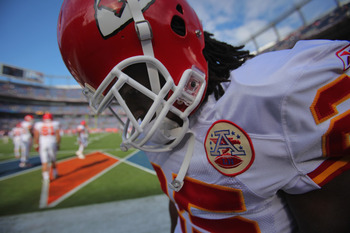 DENVER - NOVEMBER 14:  Running back Jamaal Charles #25 of the Kansas City Chiefs warms up prior to facing the Denver Broncos at INVESCO Field at Mile High on November 14, 2010 in Denver, Colorado. The Broncos defeated the Chiefs 49-29.  (Photo by Doug Pen